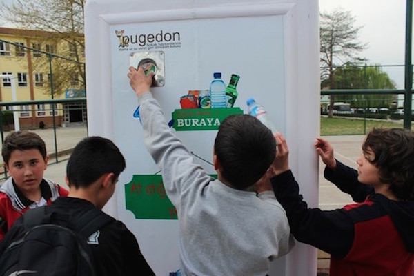 pugedon - recycling for stray dogs